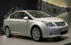 2011 Toyota Avensis Owners Manual